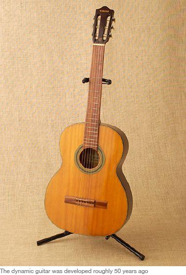 """Gitar yang diperlihatkan dalam foto adalah """"gitar dinamik"""" yang dijual oleh Yamaha sekitar 50 tahun yang lalu. Ini sebelum gitar akustik benar-benar ..."""